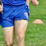 Giocatore in campo dopo riabilitazione crociato | Fisiolab
